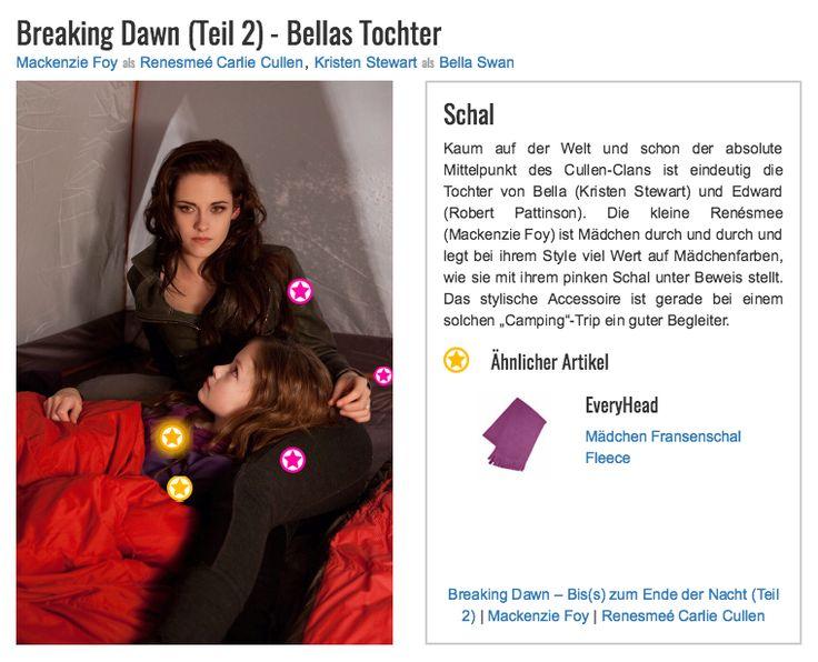 """Kaum auf der Welt und schon der absolute Mittelpunkt des Cullen-Clans ist eindeutig die Tochter von Bella (Kristen Stewart) und Edward (Robert Pattinson). Die kleine Renésmee (Mackenzie Foy) ist Mädchen durch und durch und legt bei ihrem Style viel Wert auf Mädchenfarben, wie sie mit ihrem pinken Schal unter Beweis stellt. Das stylische Accessoire ist gerade bei einem solchen """"Camping""""-Trip ein guter Begleiter."""