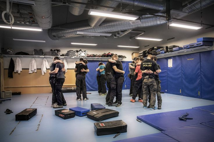 """""""-As an operator you have to be able to quickly switch between different states of mind""""   Swedish Police National Task Force dances Slow Dance during a workout (x-post /r/sweden) [3000x2000]"""