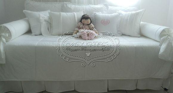 Kit+para+cama+auxiliar+provençal.+O+kit+contém:+1+colcha+1,50+x+2,00+3+capas+para+almofadões+de+encosto+50+x+70+2+rolos+laterais+70+x+16+4+almofadas+decorativas++De+percal+egípcio+320+fios++A+boneca+Nina+Princesa+pode+ser+adquirida+separadamente. R$ 887,25
