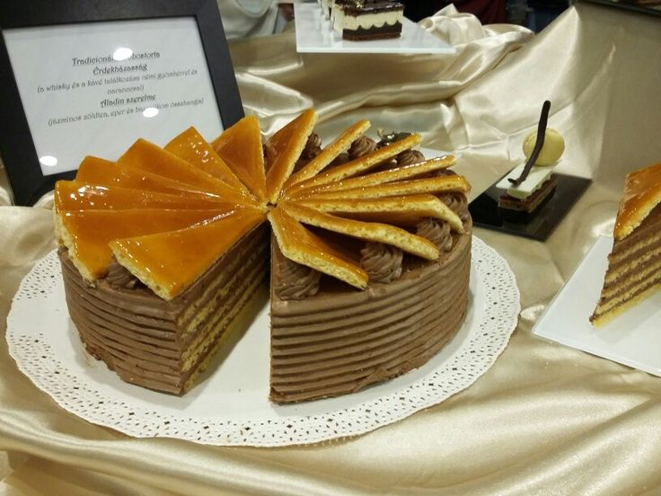 Hagyományos dobostorta Traditional dobos cake