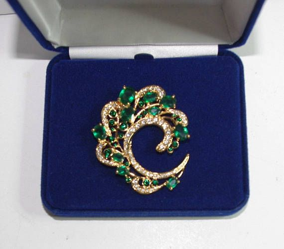 Jackie Kennedy GP Brooch with Simulated Emeralds Box and COA