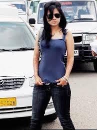 Ondiessemellyandro BLog: Sakshi Singh Rawat hOt Girl Smoking
