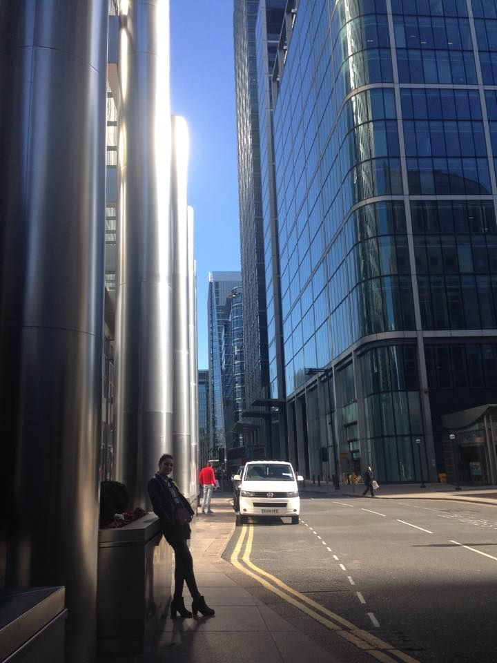 I'm a big, big girl in a big big world... #citylife#canarywharf#london#sunnyday