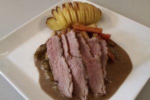 Andebryst m/hasselbagte kartofler og vindruesauce 4
