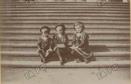 The three youngest children of Tsar Nicholas II, (l-r) Alexei, Anastasia and Maria.