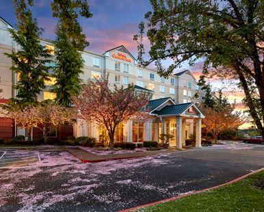 Hilton Garden Inn Portland/Lake Oswego Hotel, OR - Exterior