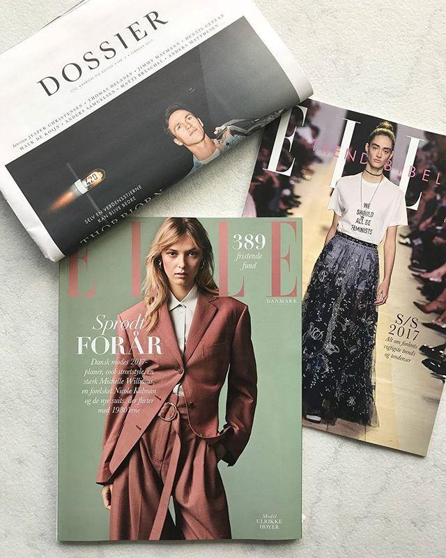 Nyt ELLE på gaden i morgenVi går et sprødt forår i møde med masser mode hvor vi guider til modebilledets 80'er-vibes de nyeste trends fra streetstylescenen og så kan du læse hvad dansk modes nøglepersoner forudser at vi kommer til at opleve i 2017 på modefrontenGlæd dig også til to store interviews med Nicole Kidman og Michelle Williams som begge er filmaktuelle. Sammen med månedens magasin får du også ELLEs store S/S-2017 Trendbibel med ALT om forårets stærkeste trends tendenser og keyitems…