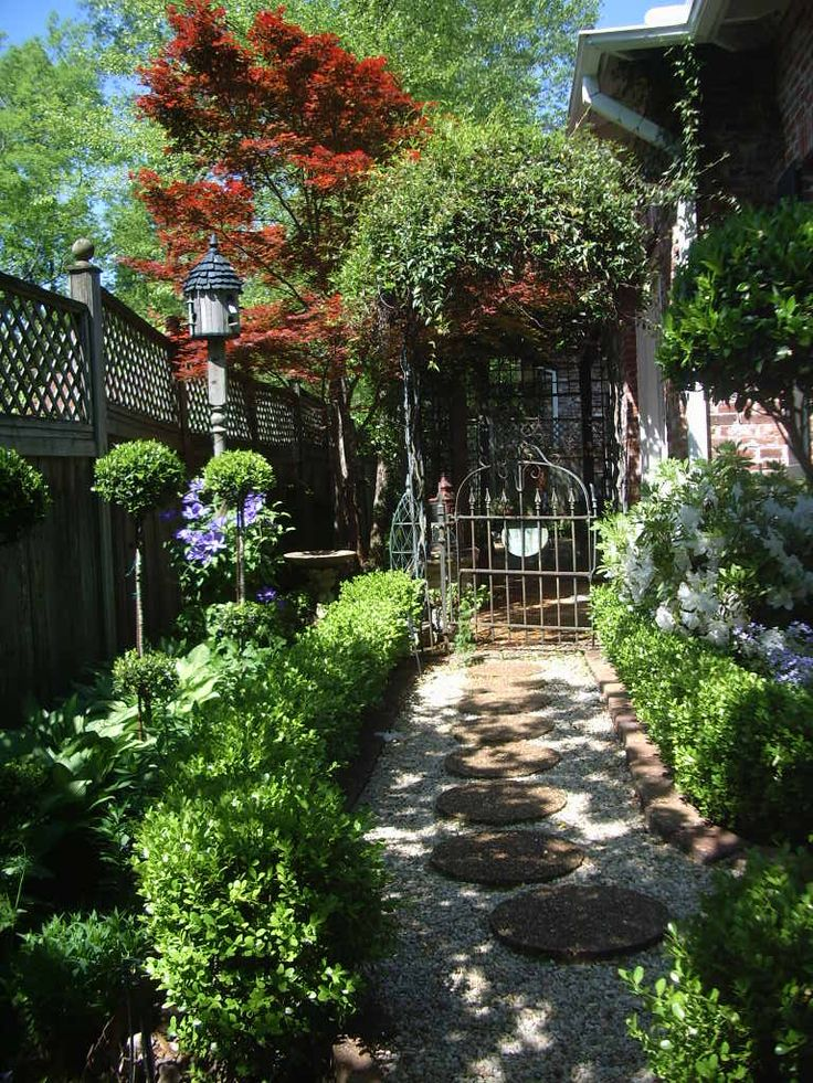 Small courtyard garden stunning way to get from one for Images of small courtyard gardens
