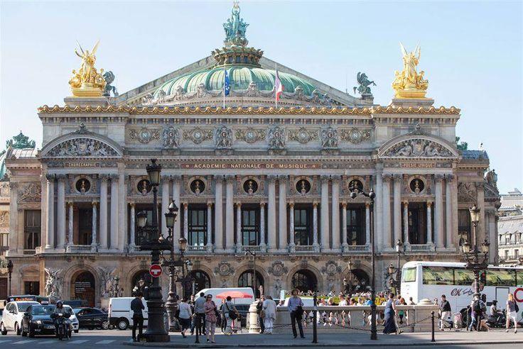 Esta foto arquivo de 4 de junho de 2015 mostra uma vista geral da ópera Palais Garnier em Paris. Óperas francesas trazem cada vez mais a talentos estrangeiros como uma maneira de atrair o público, deixando cantores franceses desempregados, como afirmam seus sindicatos .
