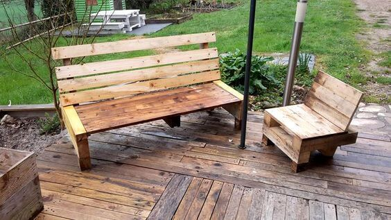 We all have different type of gardens and different outer spaces, therefore we come up with different kind of furniture with varied designs and styles. This recycled wood pallet garden bench is very neat and simple to craft with few steps to follow. Breath fresh air at your desired location.