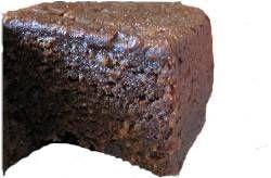 Dit+recept+komt+van+de+Curaçaose+schoonmoeder+van+een+oud-collega!    Bolo+pretu+is+een+machtige+taart+vol+vruchten+en+noten.+  Deze+taart+wordt+geserveerd+bij+belangrijke+gebeurtenissen+als+een+bruiloft,+doop+of+eerste+communie.