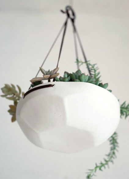 contemporary indoor pots and planters by Pigeon ToeToes Ceramics, Hanging Plants, Gardens, Hanging Trays, Hanging Planters, Faceted Hanging, Pigeon Toes, Hanging Baskets, Hanging Pots