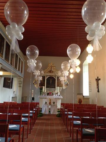 Ballons zur kirchlichen Hochzeit . Kirche . Trauung. Standesamt