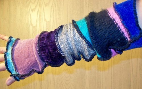 Elf arm wrist warmers...love the colours!