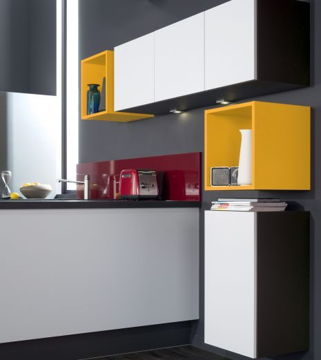 Niches jaune de la cuisine équipée Unik pour une cuisine colorée au look assumé. Contraste avec le blanc #socooc #cuisine #cuisineéquipée #electro #électroménager #blanc #gris #implantation #aménagement #niches #jaune #couleurs