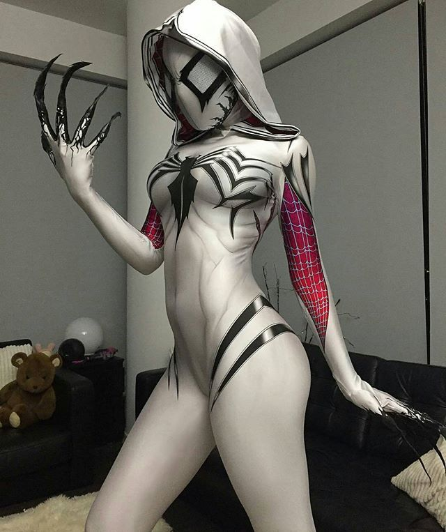 Though I don't like this Spider-Gwen stuff, this costume is just great.  #gwenom #cosplay by @eliselaurenne
