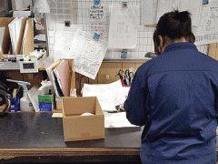 あぱぱイチオシの求人情報 定着率が自慢フォロー体制も万全 アルバイト軽作業スタッフ検査梱包   未経験者大歓迎 マイカー通勤OK   工場内にて金属部品の部品採寸検査と梱包等です 仕事の流れ部品の長さを測ってヒビや傷が入っていないかチェックして 部品を箱に入れたりするお仕事です 検査聞くと難しそうに感じますが 簡単な所から徐々にステップアップしていきますので 未経験の方でも大丈夫です  給与 時給800円経験等による  時間 9001730 9001500 13002000急募 いずれかの時間帯をお選びください の時間帯に働ける方は特に歓迎します  休日 日曜祝日第24土曜夏期年末年始 子どもの学校行事や家庭の事情等でお休みを取る時は 事前に報告して頂ければ相談に応じますよ  勤務 福岡市博多区西月隈2-1-12 国道3号線南バイパス東那珂南信号近く   社名株式会社レーザマツシタ 電話092-451-0241 担当松下    待遇面など詳しい内容はコチラをご覧ください http://ift.tt/2lAvsao    面倒な会員登録なし直接応募も可能なあぱぱnet…