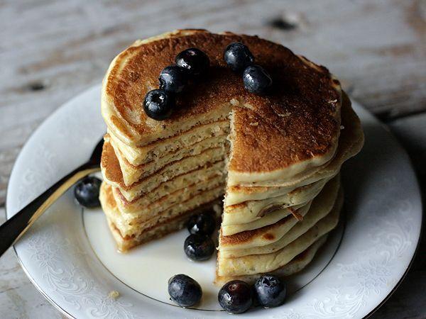 Quinoa Buttermilk Pancakes: #panqueques de #quinua y suero de leche. Receta de Sarah J. Gim para The Taste Spotting.
