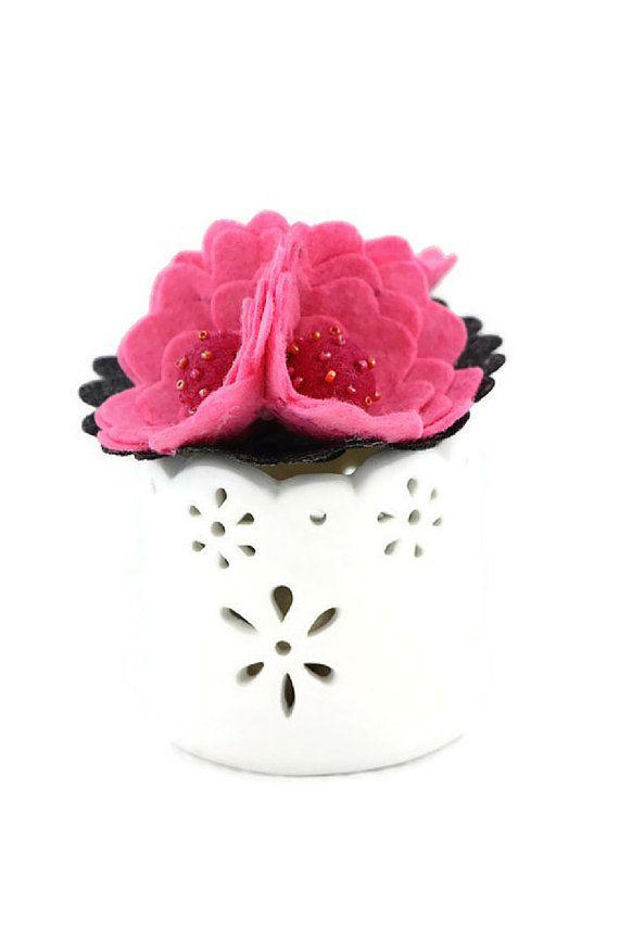 Felt flower brooch - fuscia