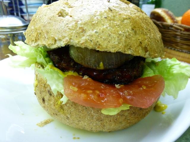 Hamburguesa de carne de Buey adobada. Ver la receta http://www.mis-recetas.org/recetas/show/40315-hamburguesa-de-carne-de-buey-adobada