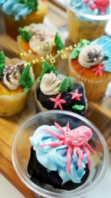 #제주도 에 어울리는 #버터크림플라워케이크 #문어 #소라 #컵케이크 #제주특산물  http://m.blog.naver.com/vmffmt82/220357913492  #cupcakes for #jeju