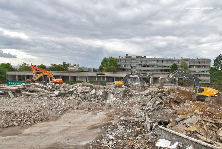 Abbruch FH Aachen, Standort Jülich: Abbruch von acht Gebäuden (115.000 m3 umbauter Raum), Separierung und Entsorgung von Chemikalien aus Versuchslaboren