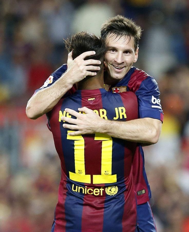 Inseparable Neymar en la asistencia de gol de Lionel Messi hoy.