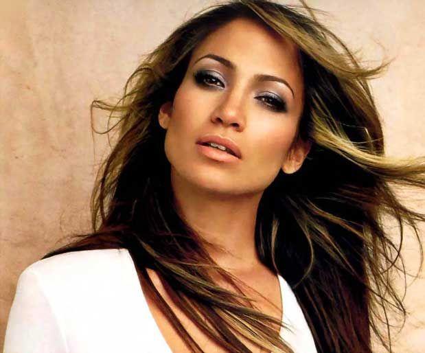 Jennifer Lopez Nasıl Formda KalıyorBir haftada ortalama 4 gün, 1 saat spor yapan ünlü şarkıcı, yaklaşık on dakika ısınma hareketleri yaptıktan sonra kol kasları için ağırlık kaldırma ve mekik çekiyor.    Yazının Devamı: Jennifer Lopez Nasıl Formda Kalıyor | Bitkiblog.com  Follow us: @bitkiblog on Twitter | Bitkiblog on Facebook