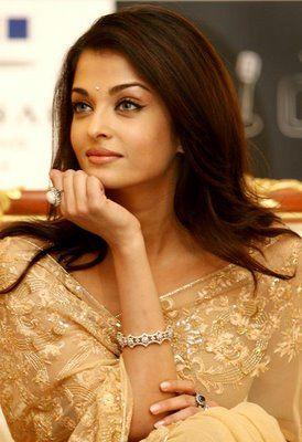 <3 | Aishwarya Rai in cream designer saree and blouse.