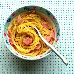 Lekker toch, asperges? Nou, vaak niet voor kinderen. Deze spaghetti met asperge-hamsaus zit ook vol asperges - maar ze zijn perfect verstopt! Lekker en makkelijk recept, want je hoeft de asperges niet eens te schillen! http://dekinderkookshop.nl/recepten-voor-kinderen/spaghetti-ham-aspergesaus/