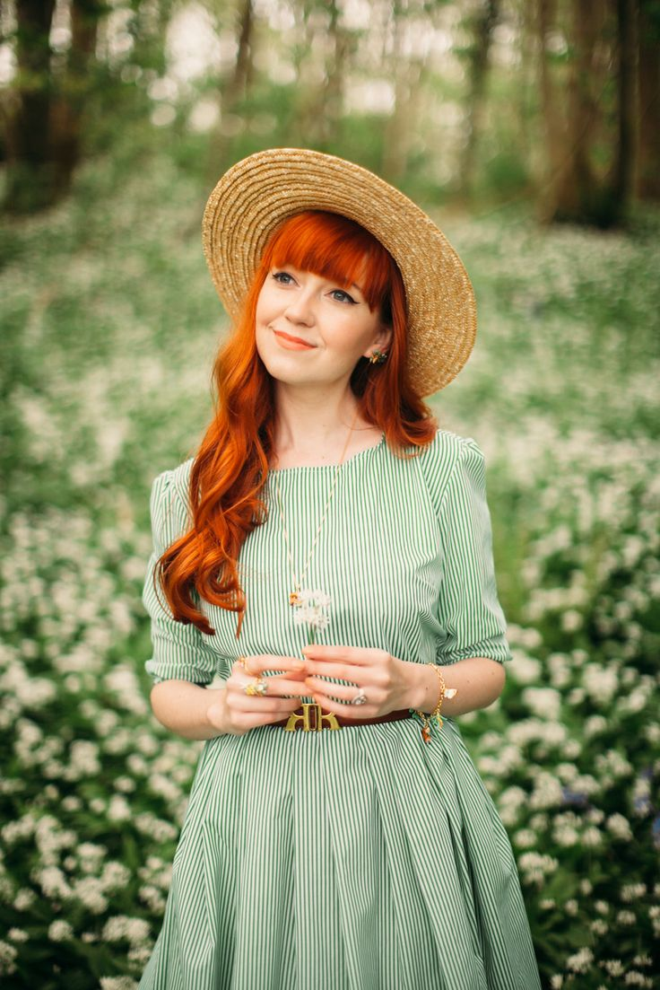 The Wild Wood & the Fox - A Clothes Horse Source by dresses hijab Spring Photography, Girl Photography, Creative Photography, Redhead Pictures, Wild Garlic, Jackie Kennedy, Retro Mode, Artsy Photos, Engagement Outfits