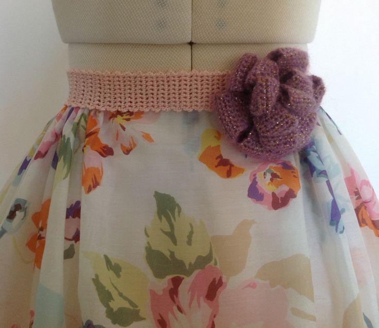 """Ceinture """"Bloom"""" romantique crochetée à la main en coton et viscose coloris rose saumon : Ceinture par lumera"""