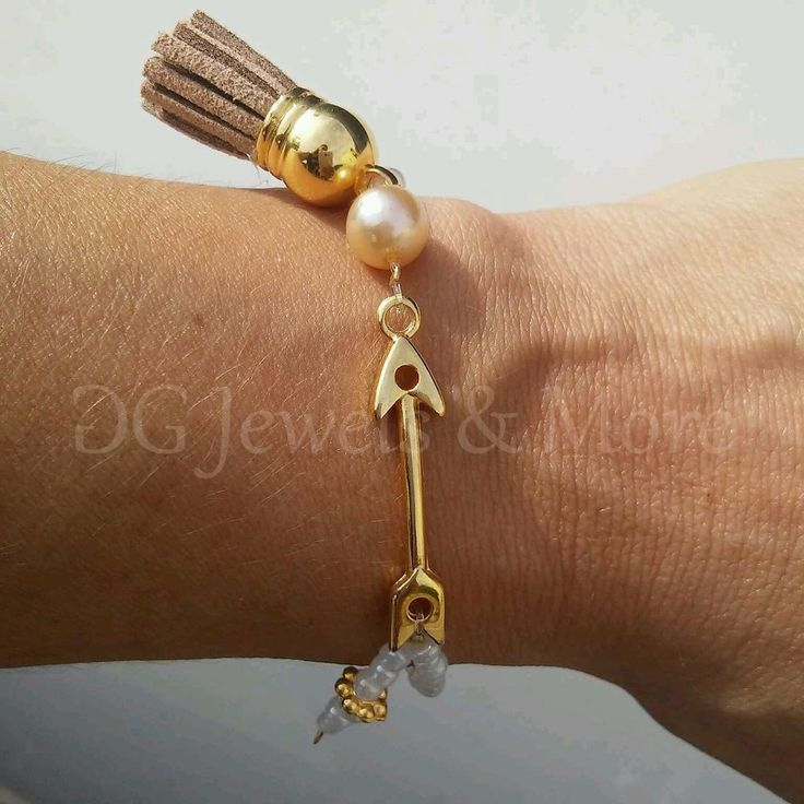 Valentine Arrow gp bracelet brown tassel white seed bead tinas creations elastic #TinasCreations #elasticbracelet