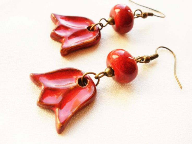 Glazed ceramics earring, tulip form .