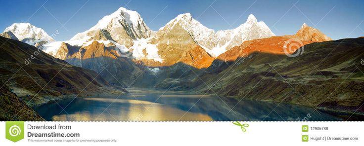 Panorama De Lever De Soleil De Montagne Du Pérou - Télécharger parmi plus de 49 Millions des photos, d'images, des vecteurs et . Inscrivez-vous GRATUITEMENT aujourd'hui. Image: 12905788