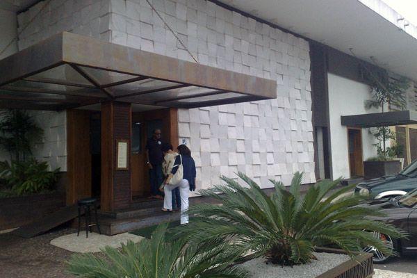Fachada do restaurante Piantella, localizado na Asa Sul, em Brasília. (Foto: Robson Bonin - G1) || Famoso por ser frequentado por politicos e a nata da sociedade rica