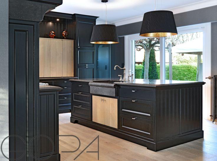 Landelijke zwarte keuken volledig op maat gerealiseerd met granieten werktablet
