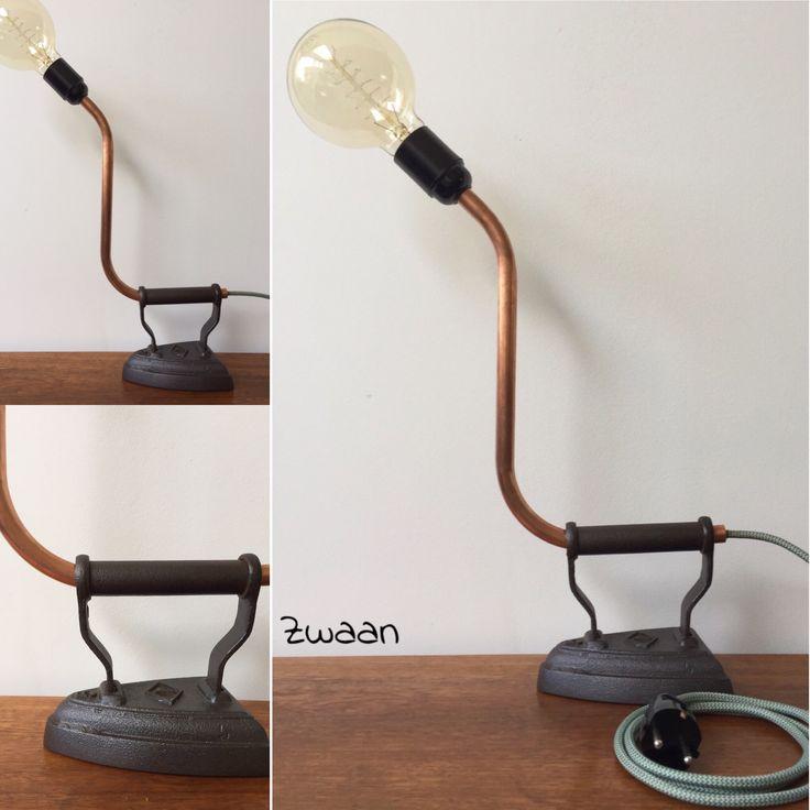 Deze lamp is handgemaakt van koperen pijp op oud strijkijzer. Verkoop op Etsy