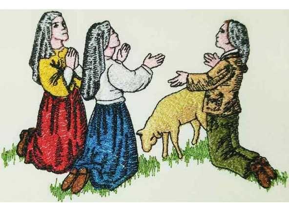 Estola de la Virgen de Fátima. Estola de Fátima - Estola de los Secretos de la Virgen de Fátima, Portugal - Estola para uso litúrgico bordada con elementos marianos relacionados con la aparición de la Virgen María en Fátima, Portugal. Estola de 100% poliéster con 256 cm. x 15 cm (5/5). #Fatima #VirgendeFatima #EstolaMariana #EstolaFatima #VirgendeFatimaenBrabander #OurLadyOfFatima #FatimaStole #FatimaVestments