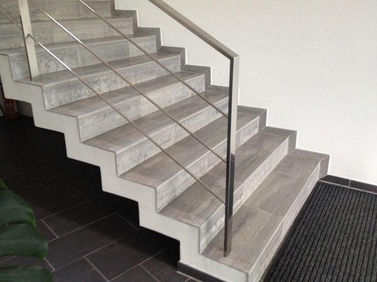 Schodišťové zábradlí moderního typu velmi vzdušné a elegantní. Objednejte na míru, dodáme na každé schodiště a podestu. Zábradlí ZKH139 vydrží celý život.