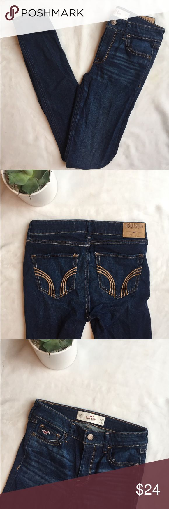 """HOLLISTER SKINNY JEANS 👖 HOLLISTER skinny jeans. Good condition. Size 00R. Made in Guatemala. Waist 13"""" Inseam 30"""" Length 39"""" Hollister Jeans Skinny"""