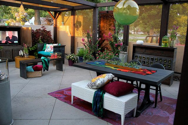 Really awesome before & after courtyard makeover