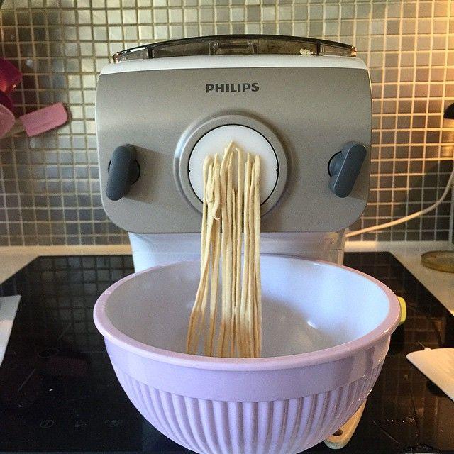 Tjoho!! Hemmagjord glutenfri pasta till kidsen, gjort på ekologiska mjöler: rismjöl, bovetemjöl, tapioka, quinoamjöl och fiberhusk.