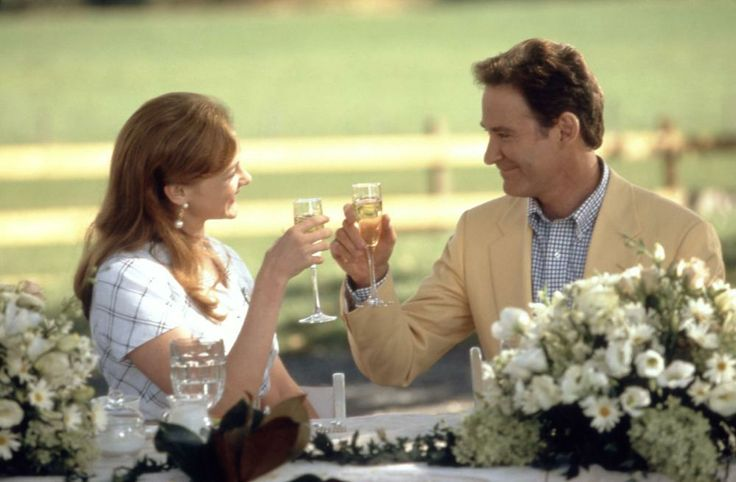 Joan Cusack, Kevin Kline, 1997   Essential Gay Themed Films To Watch, In And Out http://gay-themed-films.com/watch-in-and-out/
