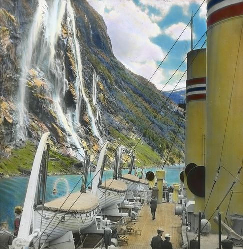 Syv Søstre (The Seven Sisters), Geiranger, Norway. Photo: Anders Beer Wilse / Owner: DEXTRA Photo