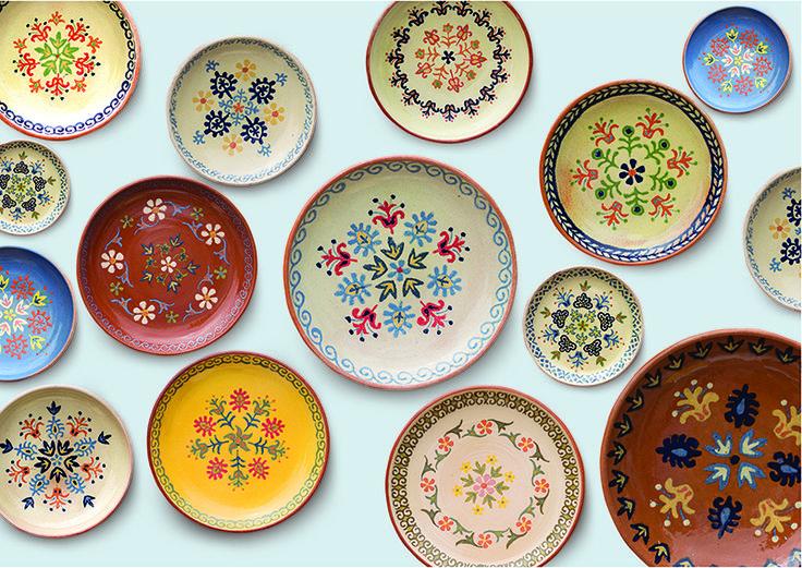 Блюда можно использовать как по прямому назначению, так и для создания восточного интерьера.     Размеры: 30Х30, 40Х40, 50Х50 Материалы: глина, ангоб, пигмент, глазурь.    Dishes can be used as for the intended purpose, and for creation of east interior.   Sizes: 30X30, 40X40, 50X50 Materials: clay, engobe, pigment, glaze