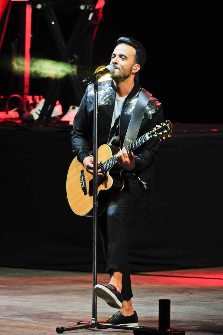 Luis Fonsi, el cantante puertorriqueño triunfa en Marbella, en el auditorio de Starlite con el cartel de completo.