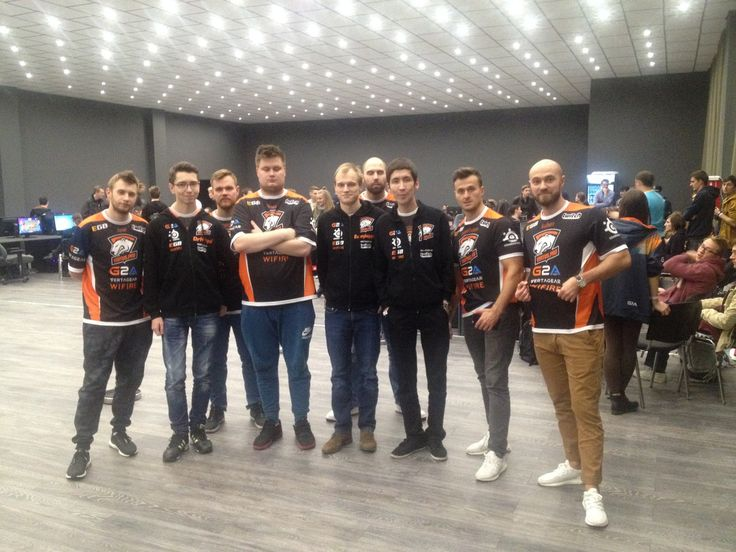 CS Virtus.Pro with their hearthstone orgmates