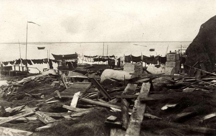Marken ravage na watersnoodramp in de haven van Marken