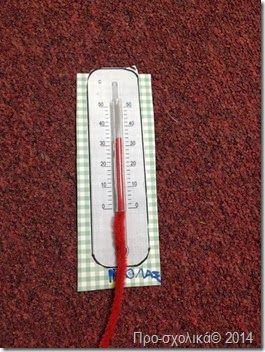 buiten- thermometer met twee delen chenilledraad :rood en wit deel. Zo kan er worden aangegeven hoeveel graden het is.